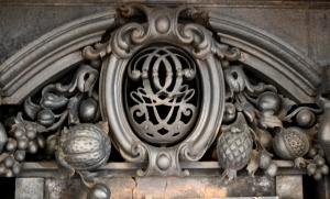 GG insignia in Ante Room fireback